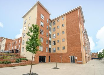 Thumbnail 3 bedroom flat for sale in West Reading, Berkshire