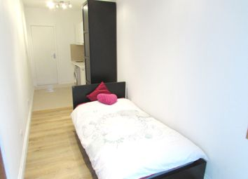 Thumbnail Studio to rent in Sudbury Heights Avenue, Greenford, Middlesex