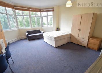Property to rent in Queens Road, London NW4