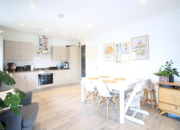 Halton Court, Cranford Lane, Heston TW5. 2 bed flat