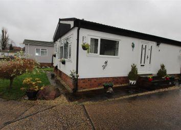 2 bed mobile/park home for sale in Arkley Park, Barnet Gate Lane, Barnet EN5