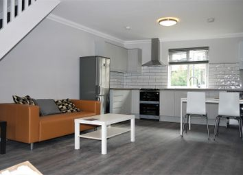 2 bed maisonette to rent in Hackney Road, Bethnal Green, London. E2