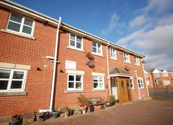2 bed flat to rent in Rathmore Gardens, Blackpool, Lancashire FY2