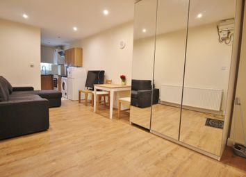 Thumbnail Studio to rent in Oakleigh Road North, Whetstone, London
