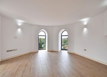 2 bed flat to rent in High Street, Brentford TW8