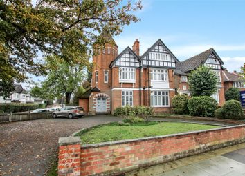 Grove Park Road, London SE9. 2 bed flat for sale