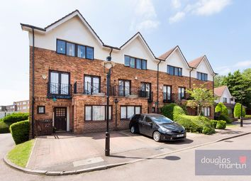 4 bed mews house for sale in Hollyview Close, London NW4