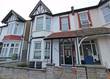 2 bed flat to rent in Southbourne Grove, Chalkwell, Essex SS0
