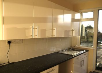 2 bed flat to rent in Shirley High Street, Southampton SO15