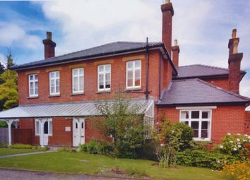 Thumbnail 1 bed flat to rent in West Road, Guildford