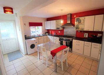 Thumbnail 5 bed town house to rent in Falconers Road, Luton