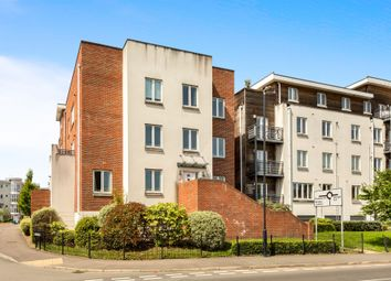 Thumbnail 2 bedroom flat for sale in Kingsquarter, Maidenhead