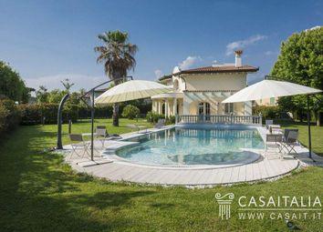 Thumbnail 6 bed villa for sale in Piazza Giuseppe Garibaldi, 1, 55042 Forte Dei Marmi Lu, Italy
