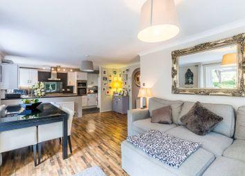 Thumbnail 2 bedroom flat for sale in Kingsleigh Walk, Bromley