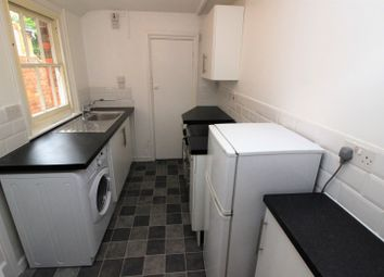 2 bed property to rent in Coventry Road, Reading RG1