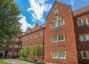 The Galleries, Warley, Brentwood CM14. 2 bed flat