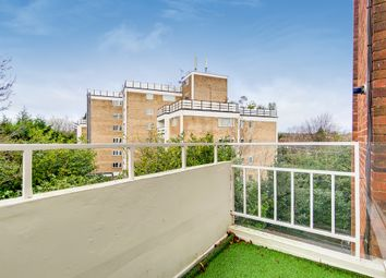 James Close, Woodlands, London NW11. 2 bed flat