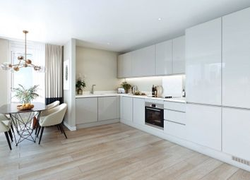 Silvertown Way, Canning Town E16. 3 bed flat