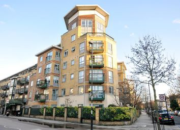 2 bed flat for sale in Queens Drive, London N4