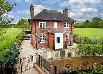 Thumbnail 4 bed detached house to rent in Roding Road, Loughton
