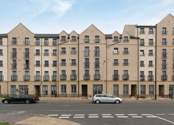 Thumbnail 2 bedroom flat to rent in 62/5 Newhaven Place, Edinburgh