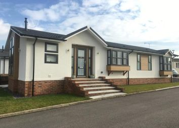 Thumbnail 2 bedroom mobile/park home for sale in London Road, Abridge, Romford