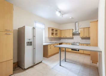 4 bed flat to rent in Horn Lane, London W3
