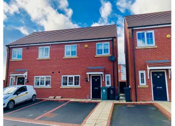 3 bed terraced house to rent in Castings Close, Walsall WS3