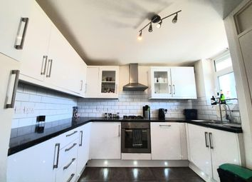 3 bed maisonette to rent in Crondall St, Hoxton, London N1