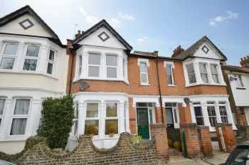 Thumbnail 2 bedroom flat to rent in Sunningdale Avenue, Leigh-On-Sea
