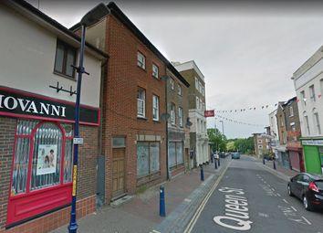 2 bed flat to rent in Queen Street, Gravesend, Kent DA12