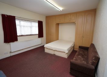Thumbnail 5 bed flat to rent in Third Avenue, London