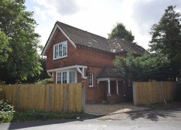 Thumbnail 2 bed detached house to rent in Woodstock Lane North, Surbiton
