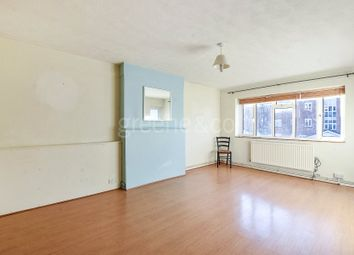 Thumbnail 3 bed flat to rent in Elmshurst Crescent, East Finchley