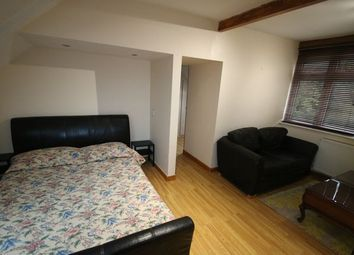 Thumbnail 5 bed flat to rent in Kingswood Way, Croydon