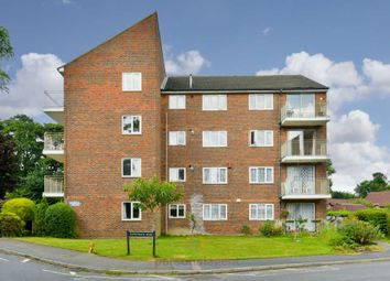 Thumbnail 2 bedroom flat to rent in Dunnymans Road, Banstead