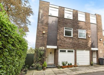 Thumbnail 3 bed town house for sale in Links View, Finchley