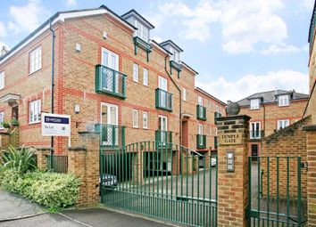 Thumbnail 3 bed flat to rent in Temple Road, Windsor