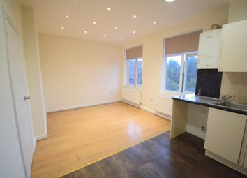 Bromley Road, Catford, London SE6. 3 bed flat