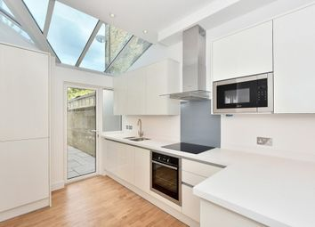 Thumbnail 2 bedroom flat to rent in Meadow Road, Vauxhall
