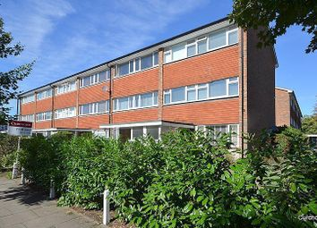 2 bed maisonette to rent in Mere Road, Shepperton TW17