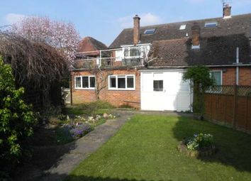 Thumbnail 1 bed flat to rent in High Street, Bovingdon, Hemel Hempstead