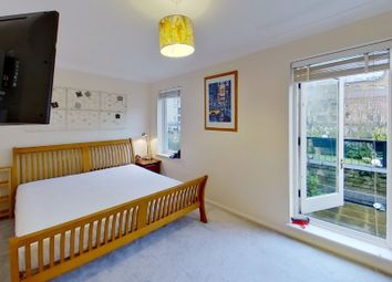 1 bed property to rent in Bowmans Mews, Hooper Square, London E1