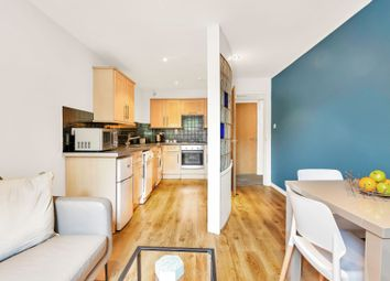2 bed flat to rent in Flat 3, 23 Cliff Road - Design House, Hyde Park LS6