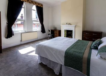 Thumbnail 5 bed flat to rent in The Crescent, Hyde Park, Leeds
