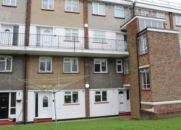 2 bed maisonette to rent in Victor Walk, Hornchurch, Essex RM12