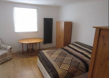 Thumbnail 1 bed terraced house to rent in Kingsley Road, London