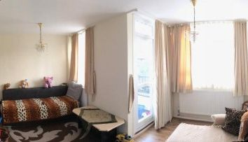 3 bed flat for sale in Banbury Road, Hackney, London E9