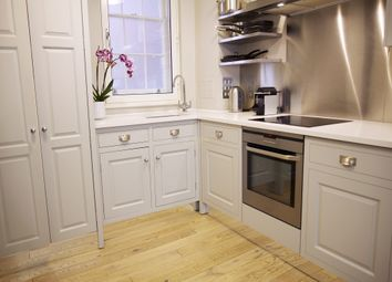 Thumbnail 3 bedroom terraced house to rent in St. Martins Lane, London