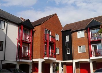Thumbnail 2 bed flat to rent in Recently Refurbished Top Floor Flat, In Nailors Court, Tewkesbury